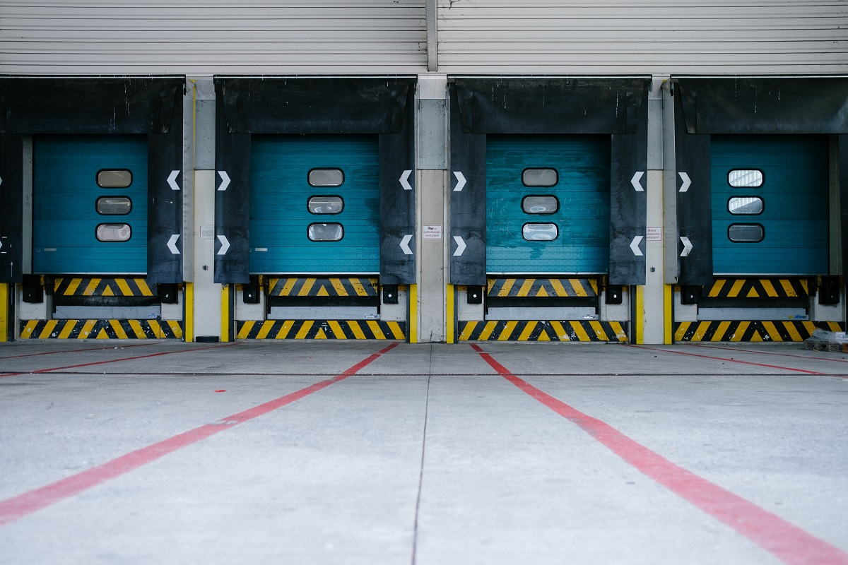 warehouse for courier service