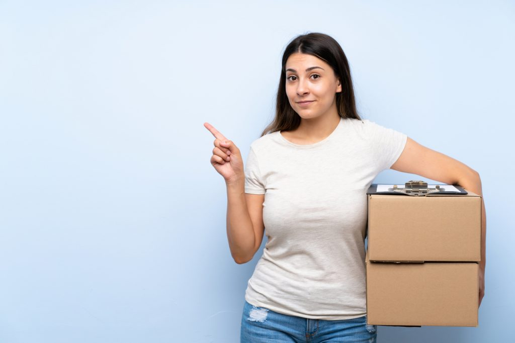 How to Send a Parcel Through a Courier Service