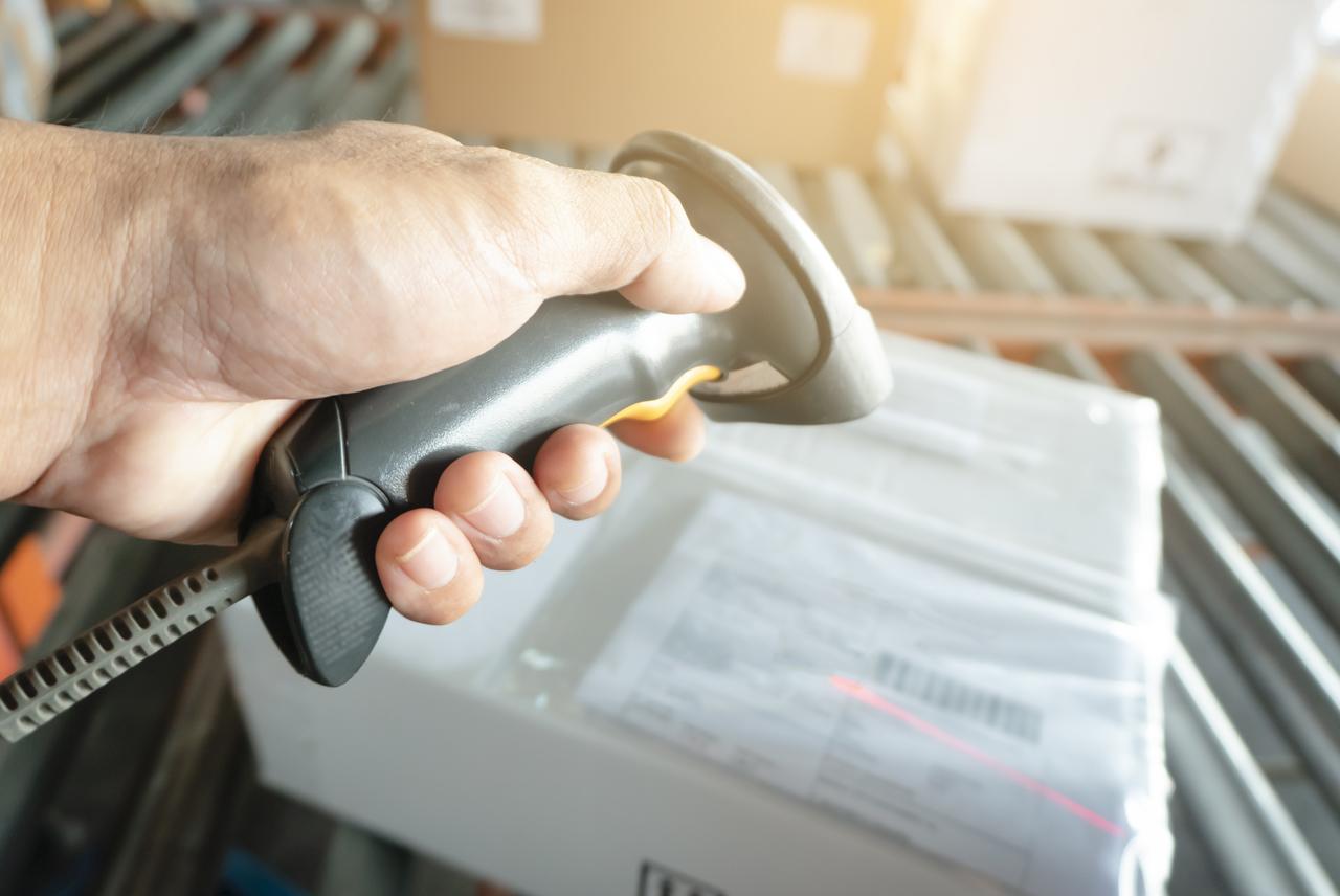 barcode scanner scanning parcel