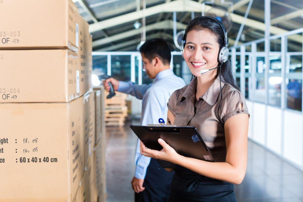 woman scheduling warehouse